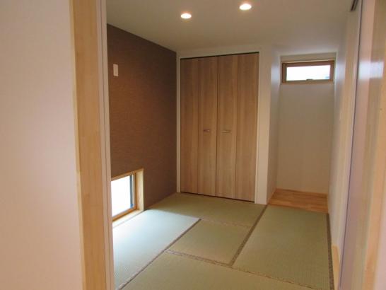 やさしい光と風が注ぐ和室。